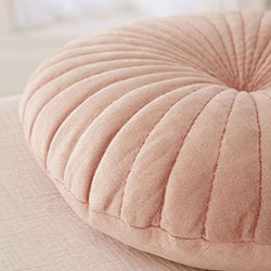 coussin coquillage Urban Outfitters