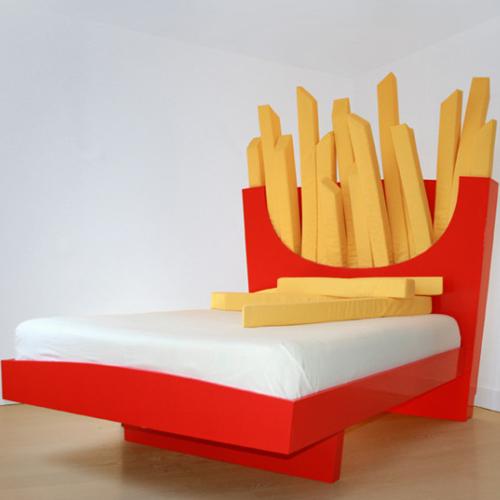tete-de-lit-insolite-frites