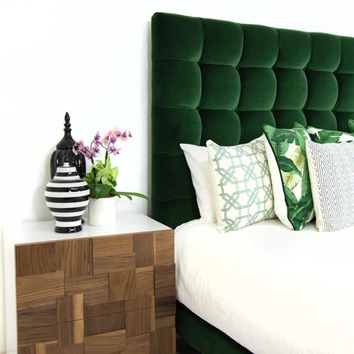 tendance déco : la tête de lit verte s'invite dans votre chambre