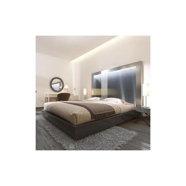 Troquez votre lampe de chevet contre une tête de lit lumineuse pour une déco ensoleillée !