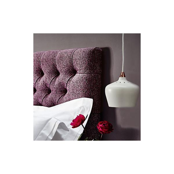 Tendance déco : La tête de lit violette pour une ambiance chaleureuse dans la chambre à coucher