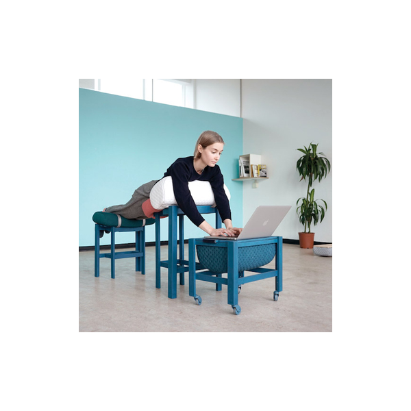 Insolite: Travailler sur un bureau aussi confortable qu'un lit!