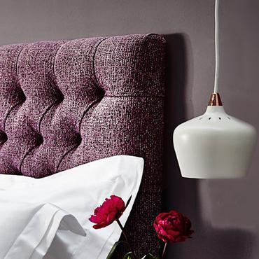 Tendance déco : La tête de lit violette pour une ambiance ...