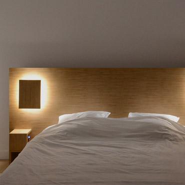 son lumi re quand les t tes de lit connect es nous rendent la vie plus belle myquintus. Black Bedroom Furniture Sets. Home Design Ideas
